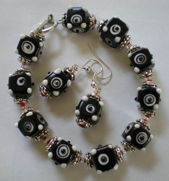 Black & White Bracelet & Earring Set